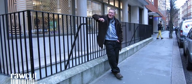 Irish singer entertains office workers in London