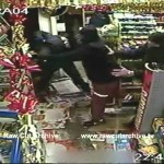 CCTV: Shop keepers fight off armed robbers /15C-PD1-001(11)