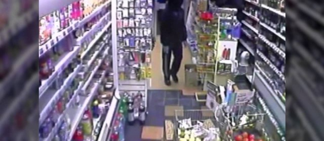 CCTV – Two Teens Rob Off-Licence with Swords