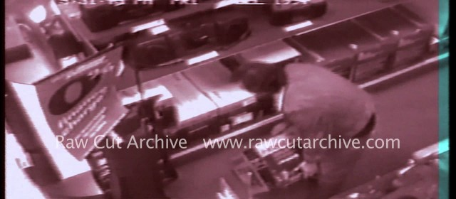 CCTV – Electronics Store Thief